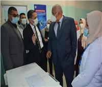 محافظ الوادي الجديد يشهد بدء تطعيم المواطنين بلقاح فيروس كورونا
