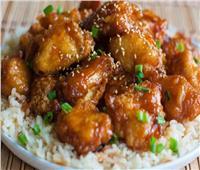 وجبة الكبار والصغار.. طريقة تحضير الدجاج بـ«الصويا صوص»