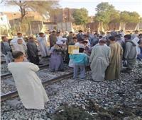 مصرع شخص صدمه قطار بمزلقان كوبري المنصورة بالمنيا