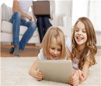 قضاء الطفل وقت طويل على مواقع التواصل الاجتماعى ..سبب الافراط فى الطعام