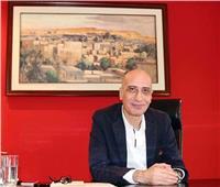 رئيس قطاع الفنون التشكيلية يفتتح معرضا استعاديا لزينب عبدالعزيز.. صور
