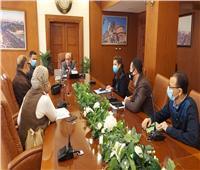 محافظ بورسعيد يتابع سير العمل بإدارات الديوان العام