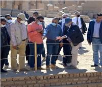 وفد المركز المصري الفرنسي يتفقد أعمال ترميم معبد الكرنك | صور