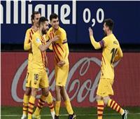 برشلونة يُشعل «الليجا الإسبانية» بثنائية على أوساسونا