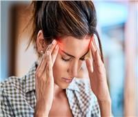 أسباب الإصابة بالصداع النصفي وطرق علاجه
