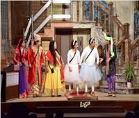 كوميديا «اللوكاندة».. تحدي الرقص بين «حلاوة المولد» و«المهراجا الهندي»