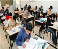 محافظ السويس يتفقد امتحانات الشهادة الإعدادية ويشيد بالإجراءات الوقائية
