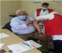 وكيل صحة البحر الأحمر يتابع إعطاء المواطنين اللقاح بالغردقة