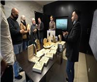 رجل أعمال أردني يوزع المجوهرات على موظفيه تقديرًا لجهودهم.. فيديو وصور