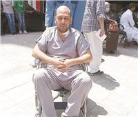 «عام من الظلام».. معاناة طبيب كورونا المصاب بالعمى مستمرة