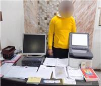 صاحب شركة سفريات يسلم ضحاياه عقود عمل مزورة ويستولى على أموالهم