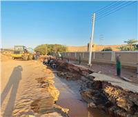 كسر خط مياه بطول 25 متراً بمنطقة الشلال بأسوان