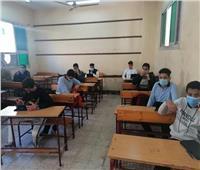 طلاب الصف الأول الثانوي ينهون امتحانات الفصل الدراسي الأول إلكترونيًا