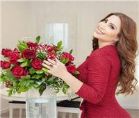 نسرين طافش تتألق بـ«الأحمر» في اليوم العالمي للمرأة
