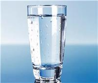 6 مخاطر عند وضع كوب مياه بجوار فراش النوم