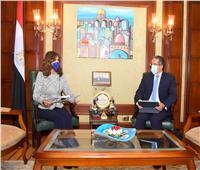 «مكرم» و«العناني» يبحثان آليات تنظيم برامج سياحية للمصريين بالخارج