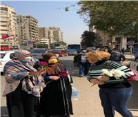 في شارع التحرير.. زهور روسية لـ«المرأة المصرية»  صور
