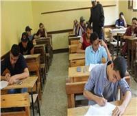 27 ألف طالب بالصف الثاني الثانوي يؤدون امتحاني «الكيمياء واللغة الإنجليزية» بالمنيا