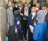 رئيس جامعة طنطا يطمئن على الطلبة المصابين في حادث تصادم