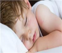 8 أسباب لـ«التعرق الليلي» عند الأطفال