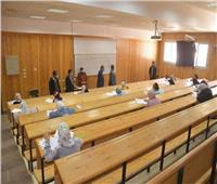 نائب رئيس جامعة الوادى الجديد يتفقد لجانالامتحانات