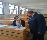 نائب رئيس جامعة السادات يتفقد سير الامتحانات بكلية التجارة
