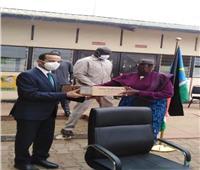 السفير المصري لدى جوبا يسلم مساعدات إغاثية للنازحين بجنوب السودان