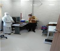 «صحة المنيا» تواصل تطعيم المواطنين بلقاح كورونا بمستشفى سمالوط النموذجي