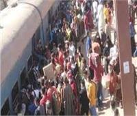 ازدحام شديد على أرصفة محطات قطارات المنيا بسبب الامتحانات