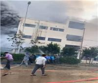 السيطرة على حريق مصنع ملابس العبور