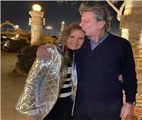 بقبلة على الرأس زوج يسرا يحتفل بعيد ميلادها