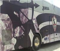 حافلة الزمالك تصل استاد القاهرة استعدادا للقاء سيراميكا