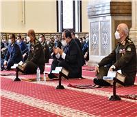 الرئيسالسيسي وقادة القوات المسلحة يؤدون صلاة الجمعة بمسجد المشير|صور