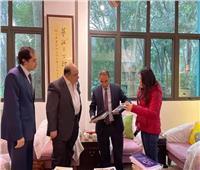 وزراة الثقافة تهدي مجموعة من الكتب لمتحف شنغهاي للفنون
