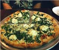أسهل طريقة لعمل البيتزا بالسبانخ والجبنة