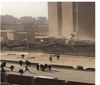 أهالي الجيزة يوثقون لحظة تفجير برج فيصل المحترق| فيديو وصور