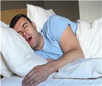 مؤشر لأمراض خطيرة.. أسباب سيلان اللعاب من الفم أثناء النوم
