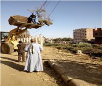 صور «ساعد عمال النظافة»..حملات مكثفةفى بداية عمل«رئيس فرشوط»