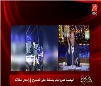 تعليق «كوميدي» من عمرو أديب على سقوط الهضبة  فيديو