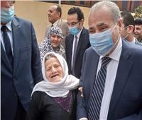 لافتة إنسانية.. وزير التموين يستجيب لطلب سيدة «مسنة» بالدقهلية