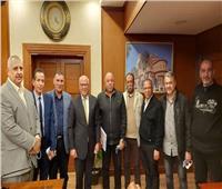 محافظ بورسعيد يعقد اجتماعا مع لجنة متابعة ضبط العمليات الاستيرادية للمنطقة الحرة