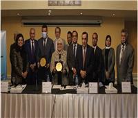 الاتحاد المصرى لسياسات التنمية والحماية الاجتماعية يهدي «القباج» درع التميز
