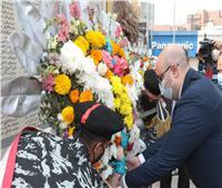 محافظ بني سويف يضع إكليل الزهور على النصب التذكاري