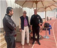«عماد عبدالعزيز» يؤازر لاعبي الزمالك قبل لقاء الترجي