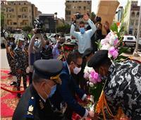 محافظ الفيوم يضع إكليل الزهور على النصب التذكاري
