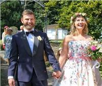 حفل زفاف عبر الإنترنت.. أحدث ابتكارات الجائحة