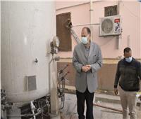 محافظ أسيوط يطمئن على مخزون الأكسجين بمستشفى للتأمين الصحي