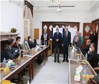 رئيس جامعة المنوفية يتفقد دورة إعداد القادة لأعضاء هيئة التدريس والعاملين