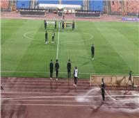 لاعبو الزمالك يعاينون أرضية ملعب ستاد القاهرة الدولي