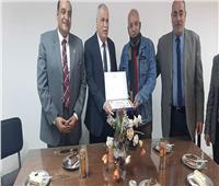 «القوى العاملة» بالإسكندرية تكرم العامل المثالي عن فبراير 2021